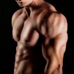 上腕三頭筋には高重量のライイングトライセプスエクステンションがオススメ!